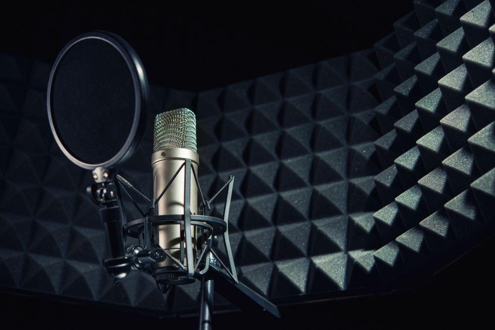 Cięcie paneli akustycznych, materiałów wygłuszeniowych. Panele akustyczne do wygłuszania pomieszczeń.