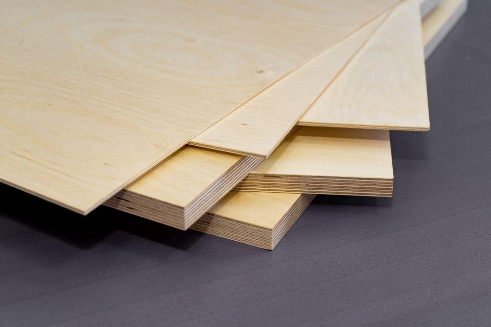 Cięcie, frezowanie sklejki. Elementy dekoracyjne do wnętrz, możesz wykonać z materiałów typu:  filc dekoracyjny na ścianę czy plexi.