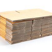 Cięcia tektury falistej. Powstają z niej opakowania, kartony i przekładki. Dodatkowa usługa to bigowanie i nadruk na tekturze.